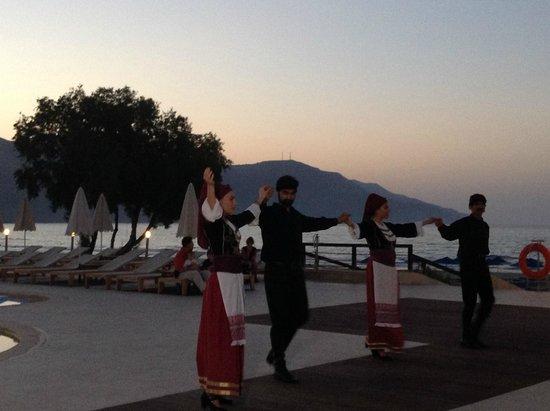 Pilot Beach Resort : критский вечер