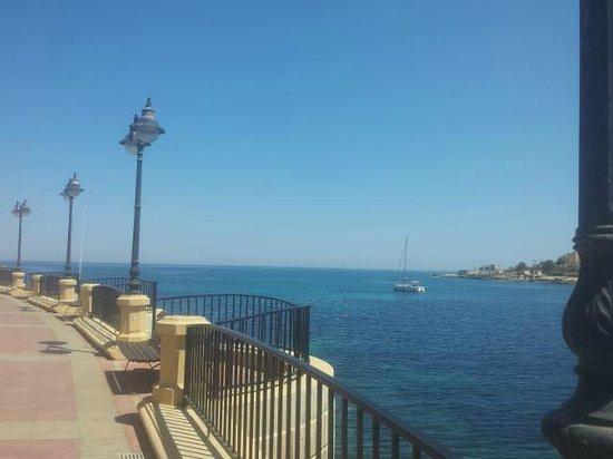 Spinola Bay: Boardwalk to Balluta Bay