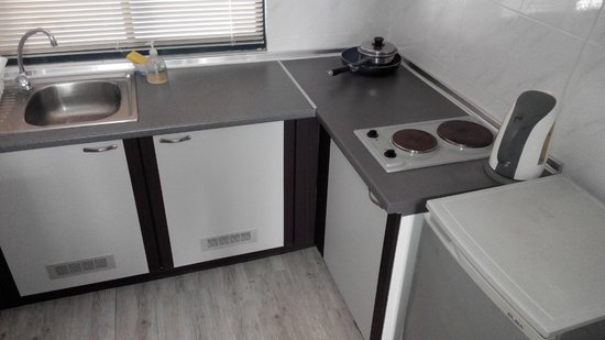 Jetty Suites: Kitchen area