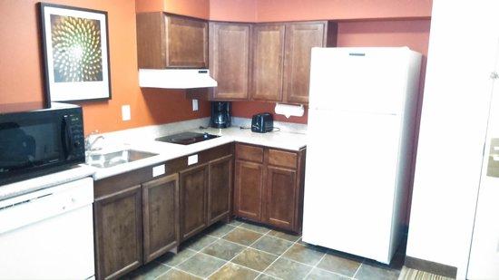 Residence Inn Princeton at Carnegie Center: kitchenette in room