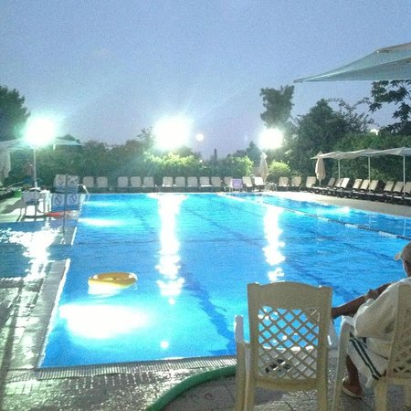 Inbal Jerusalem Hotel: Pool