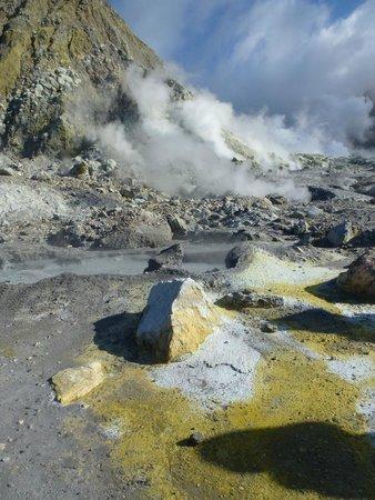 White Island Tours: Sulphur mounds