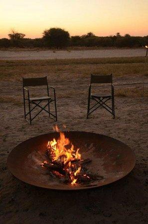 Haina Kalahari Lodge : bonfire..