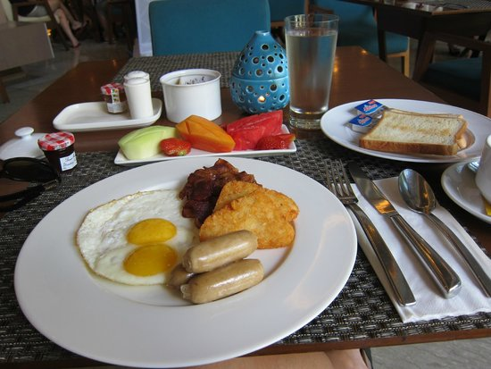 Courtyard by Marriott Bali Nusa Dua Resort: delicious breakfast!