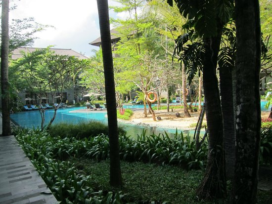 Courtyard by Marriott Bali Nusa Dua Resort: pool