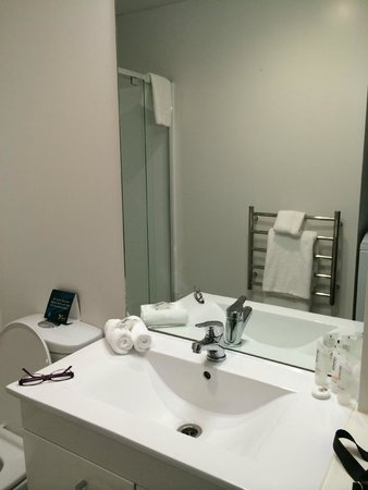 Quest Rotorua Central: Clean tidy and very nice functional bathroom