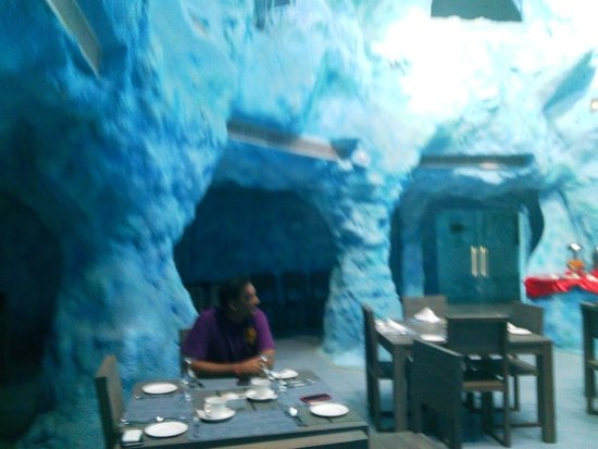 Brys Caves: DINNING ROOM