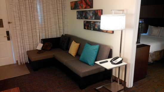 Residence Inn Houston by The Galleria: Lounge area with sofa bed
