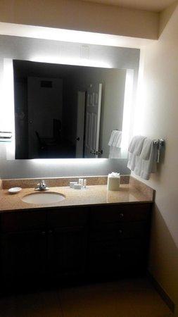 Residence Inn Houston by The Galleria: Wash basin area
