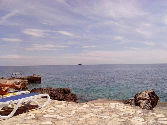 Luna Island Hotel: dalla spiaggia dell'albergo 1
