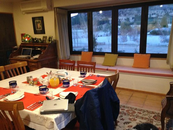 Alpine View Lodge: Common dining area for breakfast