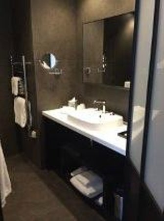 modern bathroom picture of balthazar hotel and spa. Black Bedroom Furniture Sets. Home Design Ideas