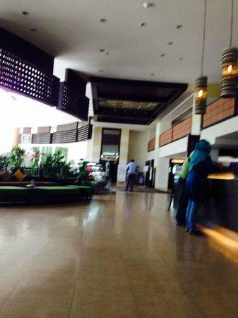 Deevana Plaza Phuket Patong: Reception/Lobby