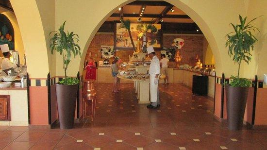 Jaz Makadi Saraya Resort : в ресторане всегда свободно и спокойно