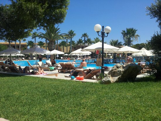 Aquila Rithymna Beach Hotel : Salt water pool