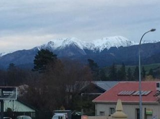 Heritage Hanmer Springs: Snowcapped mountains in the background