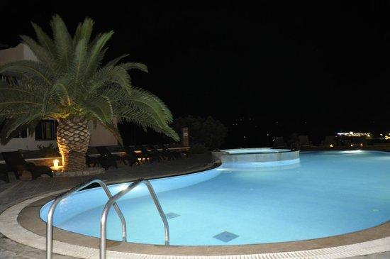 Santa Maria Village: pool by night