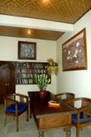 Kebun Indah: Kodok read room