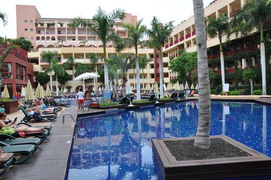 Best Jacaranda: Main Pool area
