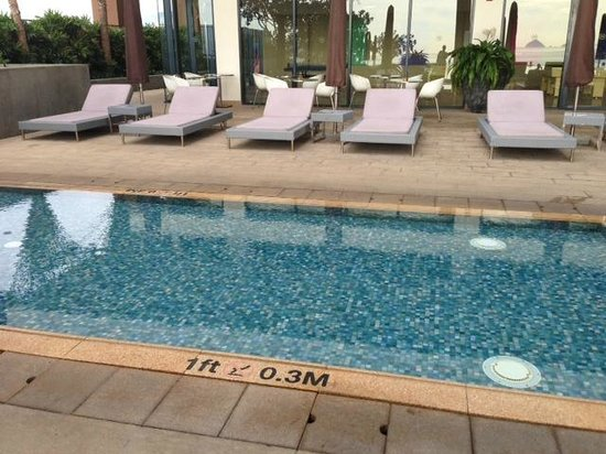 Sheraton Nha Trang Hotel and Spa: Pool area