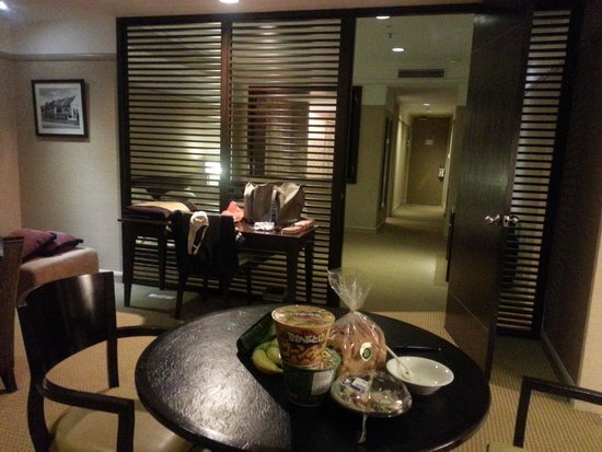 Pacific Regency Hotel Suites : spacious room