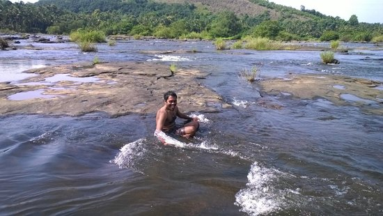 Chedi Spring Valley : Early morning bath in running stream