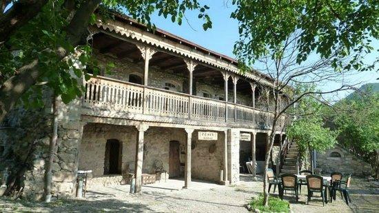 Tsaghkashat, Azerbejdžan: Nikol Duman memorial museum front yard