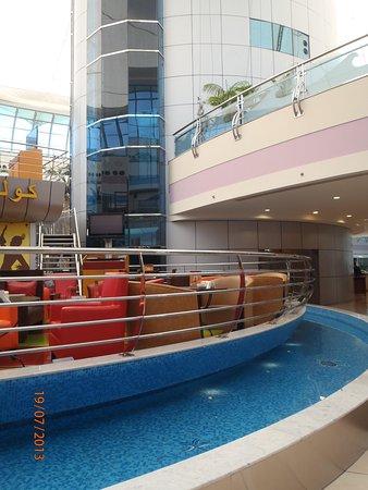 Marina Mall: middle of mall