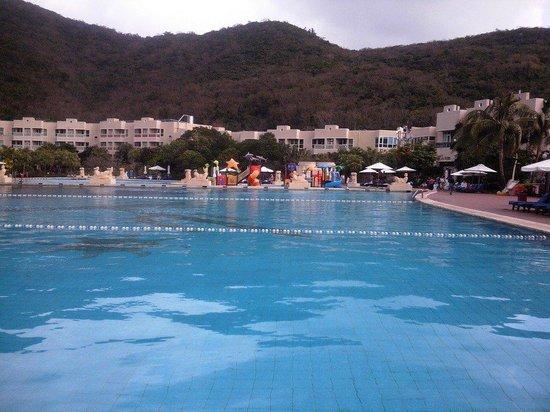 Cactus Resort Sanya by Gloria: Вид на бассейн