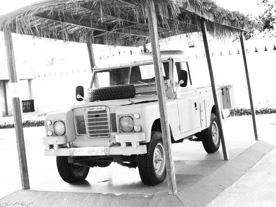 Sheikh Zayed Palace Museum: H.H. Sheikh Zayed's Land Rover!!
