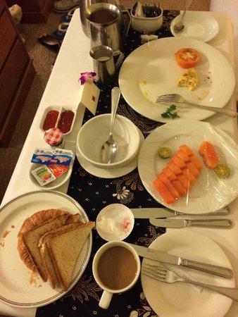 Hotel Jen Penang: paletteble inroom breakfast dining