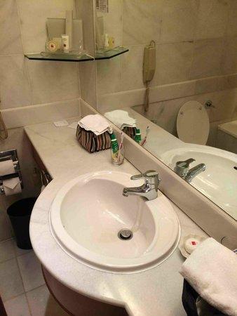 Hotel Jen Penang: they give colgate.