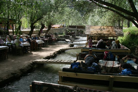 Ihlara Valley : Stop and grab a bite at the charming restaurant on the river