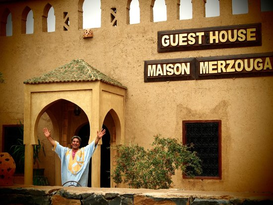 Guest House Merzouga : Mr. Hassan outside his wonderful home