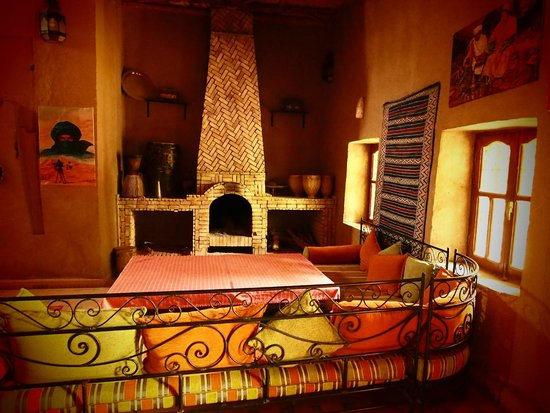 Guest House Merzouga : Guest house sitting room (with wifi!) and fire place