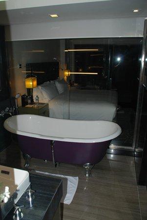 Sofitel Saigon Plaza : View of bedroom.