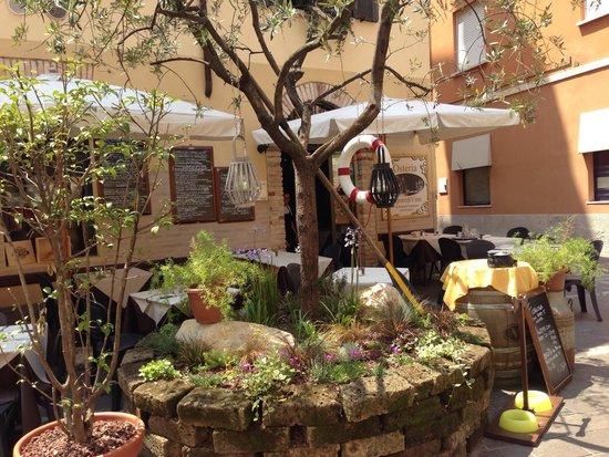 Osteria SaporediVino: Front of restaurant
