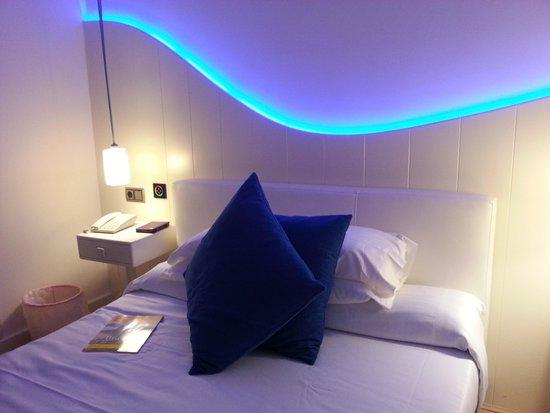 RocaMar Hotel : Zimmer neu in blauem Licht