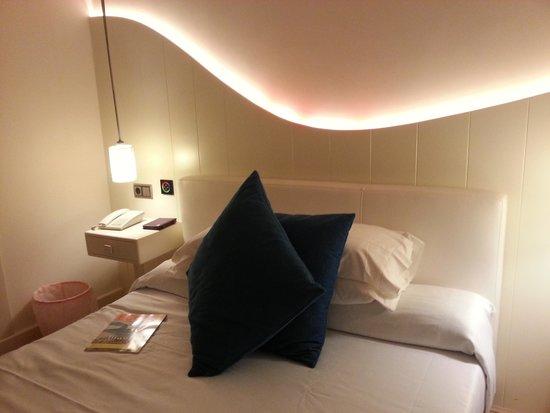 RocaMar Hotel : Zimmer neu in gelbem Licht