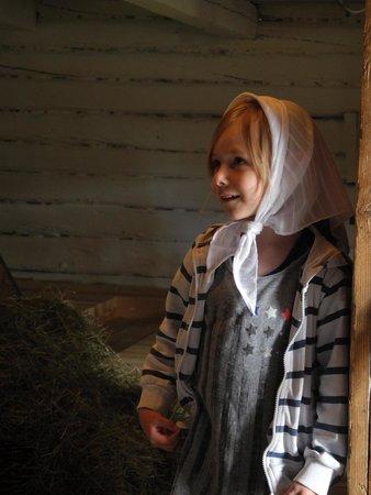 Vasterbottens Museum : I lekladugården kan man klä ut sig också!