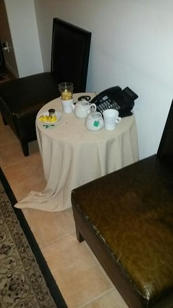 The Westin Lake Las Vegas Resort & Spa: Garbage in restaurant waiting area that was never removed.