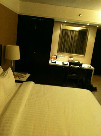 NagaWorld Hotel & Entertainment Complex: Hotel Room