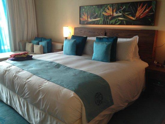 Sofitel Dubai The Palm Resort & Spa: шикарная кровать)