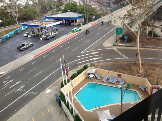 Four Points by Sheraton San Diego Downtown: Бассейн