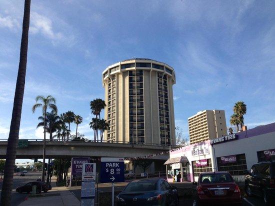 Four Points by Sheraton San Diego Downtown: Вид с улицы