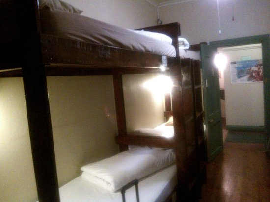 Mossel Bay Backpackers: Luxury dorms are spacious, clean and with en-suite bathroom