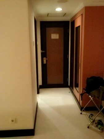 Hotel Santika Pandegiling Surabaya: หน้าห้อง
