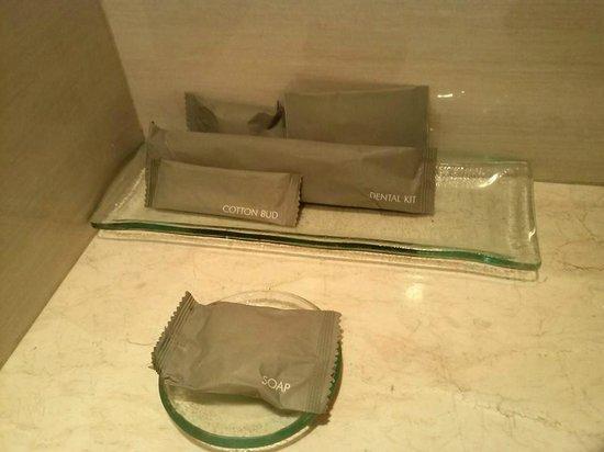 Hotel Santika Pandegiling Surabaya: ของใช้ในห้องน้ำ