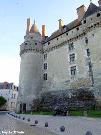 Château de Langeais : le château côté rue ..