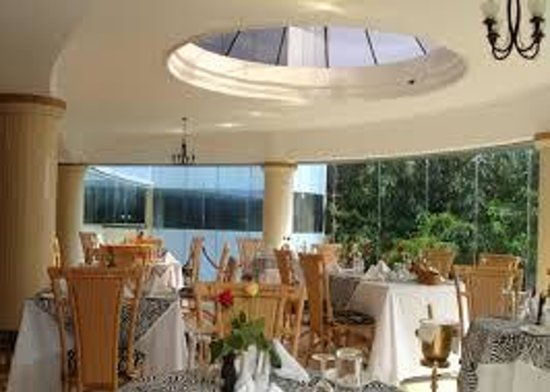 Naura Springs Hotel : Captivating Dinnning area